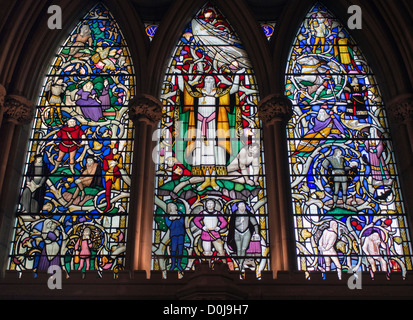 Eines der Glasfenster in Southwark Kathedrale Darstellung ein Shakespeare-Stück. - Stockfoto