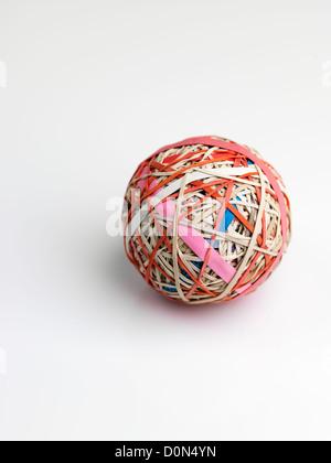 Gummiband-Ball, Kugel, bestehend aus Gummibänder übereinander gewickelt - Stockfoto