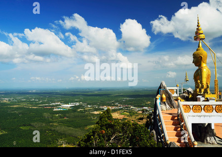 Ansicht von oben des Tiger Cave Temple (Wat Tham Suea), Provinz Krabi, Thailand, Südostasien, Asien - Stockfoto