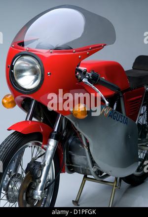 MV Agusta Motorrad über grauen Hintergrund isoliert - Stockfoto