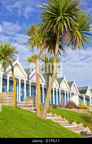 Badehäuschen in Greenhill Gärten auf der Esplanade Promenade direkt am Meer Weymouth Dorset England UK GB EU Europa - Stockfoto