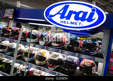Arai Motorradhelme auf dem Display an der Washington Motorcycle Show. - Stockfoto