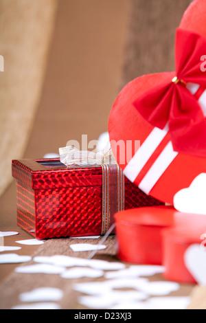 Ein schönes rotes Feld auf einer künstlerischen Hintergrund Makro Studioaufnahme - Stockfoto