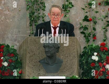 (Dpa-Dateien) - deutscher Schriftsteller Siegfried Lenz hält eine Rede nach der Preisverleihung Goethe in Frankfurt - Stockfoto