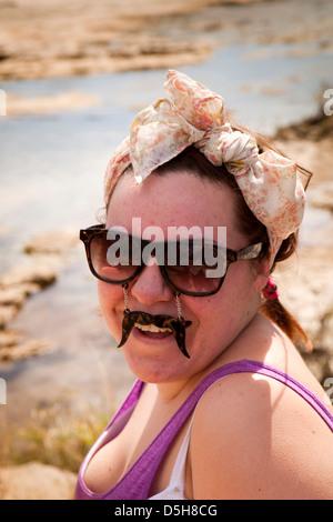 Madagaskar, Betrieb Wallacea, Opwall Student mit Komödie Schnurrbart Brille - Stockfoto
