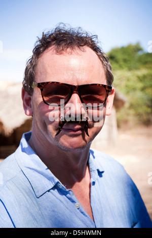 Madagaskar, Betrieb Wallacea, Matsedroy Mann mit Komödie Schnurrbart Brille - Stockfoto