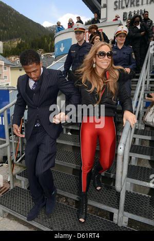 Amerikanische Sängerin Mariah Carey und Ehemann Nick Cannon steigen aus einem eigen nach ein open Air Konzert in - Stockfoto