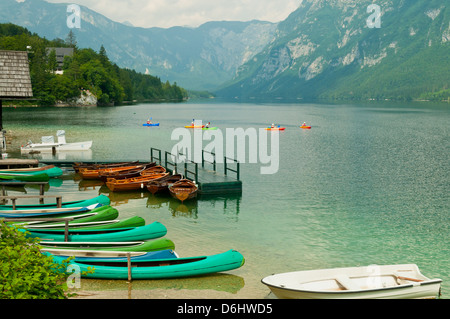 Boote auf See Bohinj, Slowenien - Stockfoto