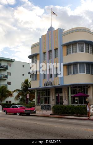 """Hotel """"Marlin' in South Beach, Miami, FL, USA, ein typisches Beispiel für Miami Art Deco Kitsch. - Stockfoto"""