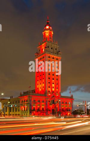 Freedom Tower und helle Streifen, Miami, Florida USA - Stockfoto
