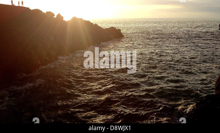 Sonne über Felsvorsprung - Stockfoto