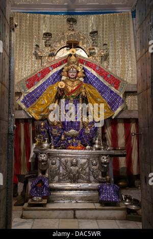 Die hinduistische Göttin Laxmi steht im Haupttempel in Chamba, Himachal Pradesh, Indien - Stockfoto