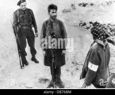 Nationalsozialismus Verbrechen Konzentrationslager Bergen-Belsen Lagerarzt Fritz Klein nach der Befreiung unter - Stockfoto