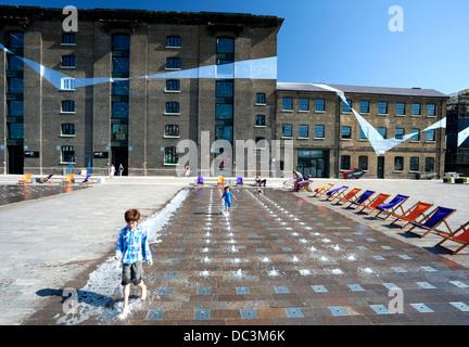 Granary Square, King Cross, London - Stockfoto