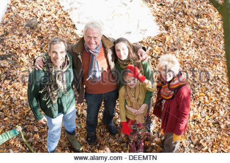 Großfamilie spielen im park - Stockfoto