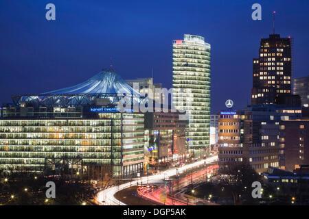 Quadratisch mit DB-Tower, Sony Center und Kollhoff Tower, Berlin Potsdamer Platz - Stockfoto