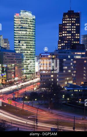 Quadratisch mit DB-Tower und Kollhoff Tower, Berlin Potsdamer Platz - Stockfoto