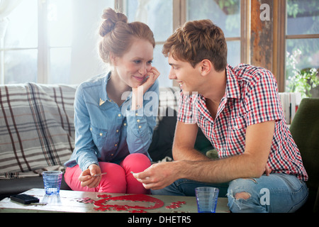 Paar tun herzförmige Puzzle - Stockfoto