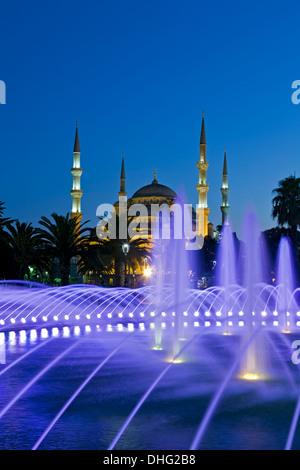 Brunnen und blaue Moschee, Istanbul, Türkei - Stockfoto