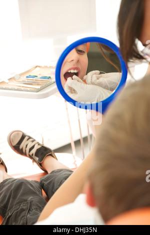 Zahnmedizinische Patienten Zähne Zahnseide - Stockfoto