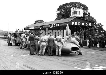 Donald Campbell mit seinem Bluebird LSAR Auto drauf ist Pressetag. Montag Mitgliederversammlung, Goodwood, England - Stockfoto