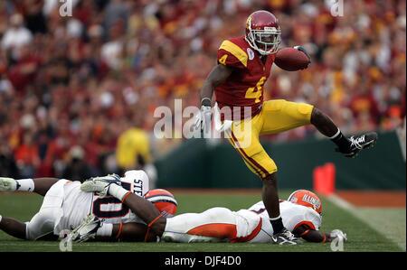 1. Januar 2008 - Pasadena, California, USA - NCAA Football Rose Bowl: USC JOE McKNIGHT läuft für ein 1. unten im - Stockfoto