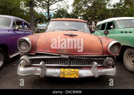 alte autos als taxis auf den prado paseo de marti havanna kuba stockfoto bild 104209009. Black Bedroom Furniture Sets. Home Design Ideas