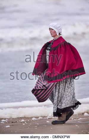 Holland, Scheveningen. Zweihundertjahrfeier. Historischen Landung am Strand von Scheveningen. Fischer und Frauen - Stockfoto