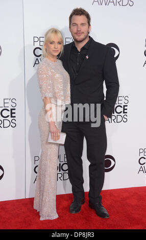 Los Angeles, CA, USA. 8. Januar 2014. Ana Faris und Chris Pratt kommen an den Peoples Choice Awards in Los Angeles, - Stockfoto