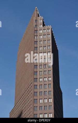 Berlin. Deutschland. Der Kollhoff-Tower (Hans Kollhoff) Potsdamer Platz. - Stockfoto