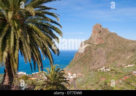 Blick über die Küste von Taganana Dorf in das Anaga-Gebirge im Norden von Teneriffa, Kanarische Inseln - Stockfoto