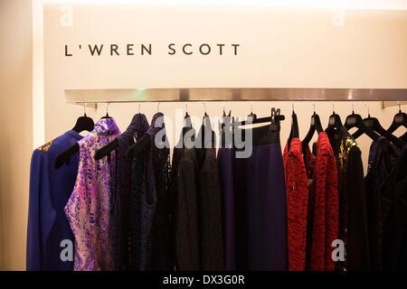 New York, NY, USA. 17. März 2014. Die Kleider vom Designer W'ren Scott bei Barneys in New York City. W'ren Scott - Stockfoto