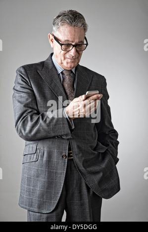 Ältere Mann mit Handy - Stockfoto
