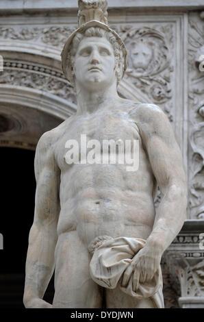 Mars Gott kriegerische Statue aus Marmor klassische römische Italien Kultur Kriegsgott Krieg Venedig Doge Palast - Stockfoto