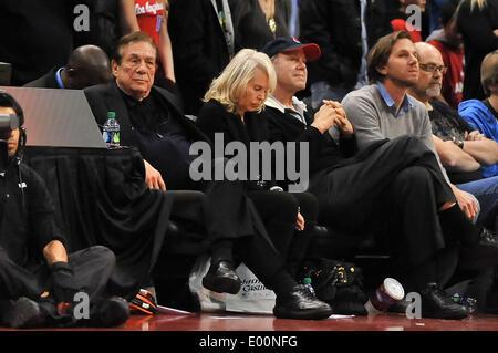 Los Angeles, CA, USA. 18. Januar 2012. Los Angeles Clippers Besitzer Donald Sterling während der NBA-Basketball - Stockfoto