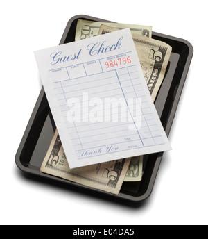 Restaurant-Rechnung mit Geld auf Zahlung Tablett isoliert auf einem weißen Hintergrund. - Stockfoto