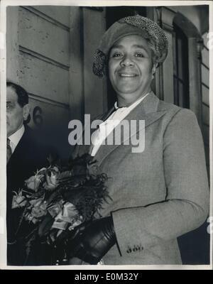 18. Mai 1953 - Königin von Tonga kommt für Krönung.: Königin Salote von Tonga - 20-Stein 6 ft. 3ins. Herrscher aus - Stockfoto