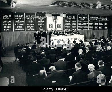 7. Januar 1966 - World Cup Soccer ziehen - die Auslosung für die WM Fußball Endrunden, in England im Juli dieses - Stockfoto