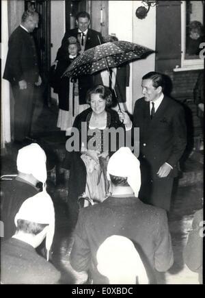 1. Februar 1966 - Urlaub im Schnee macht derzeit die Königsfamilie Niederländisch. Nachdem Kronprinzessin Beatirx - Stockfoto