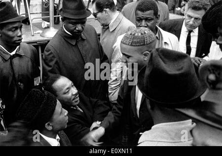 Martin Luther King Jr. in einem Friedensmarsch am United Nation Plaza - Stockfoto