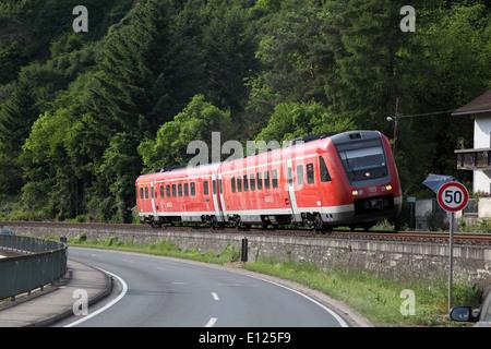 Deutschen s-Bahn in einer Kurve kippen - Stockfoto