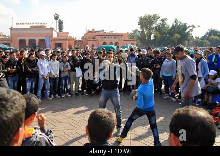 Zwei jungen Feld auf dem Djemaa el Fna Platz in Marrakesch, Marokko - Stockfoto
