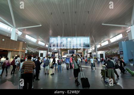 Innenraum des neuen KLIA 2 Terminalgebäudes am internationalen Flughafen von Kuala Lumpur - Stockfoto
