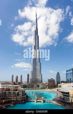 Der Burj Khalifa, abgeschlossen im Jahr 2010 den größten Mann gemacht, in der Welt, Dubai, Vereinigte Arabische - Stockfoto