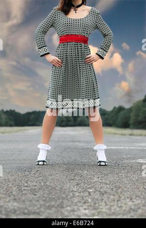 junge Frau, Mode, Retro, stehend, Kleid - Stockfoto