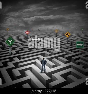 Strategiekonzept Krise als Geschäftsmann auf eine drei dimensionale Irrgarten oder Labyrinth mit verwirrenden Richtung - Stockfoto