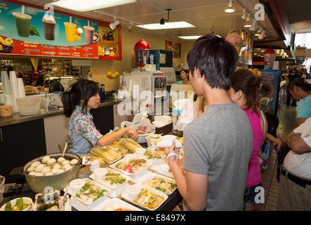 Vietnamese-American Vietnamese-American, Frau, Vietnamesischen Restaurant, Food Court, Asian Garden Mall, Westminster, - Stockfoto