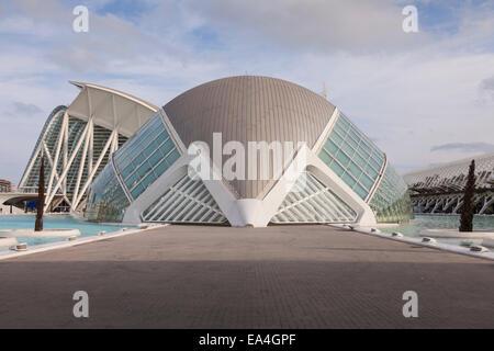 Das Hemisferic Planetarium und IMAX in der Stadt der Künste und der Wissenschaften, Valencia, Spanien. - Stockfoto