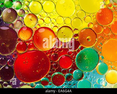Öl Luftblasen im Wasser - Stockfoto