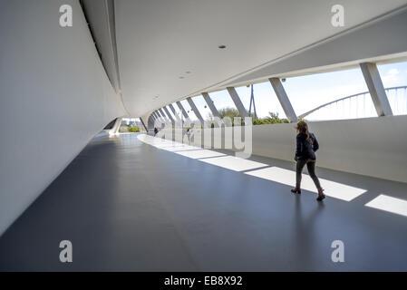 Brücke-Pavillon am Expozaragoza, entworfen von Zaha Hadid in Zaragoza, Aragon, Spanien. - Stockfoto